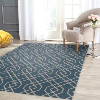 Modern Trellis Design Blue Polypropylene Geometric Area Rug (5' 3 x 7' 3)