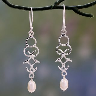 Sterling Silver 'Sublime Trellis' Pearl Earrings (6 mm) (India)