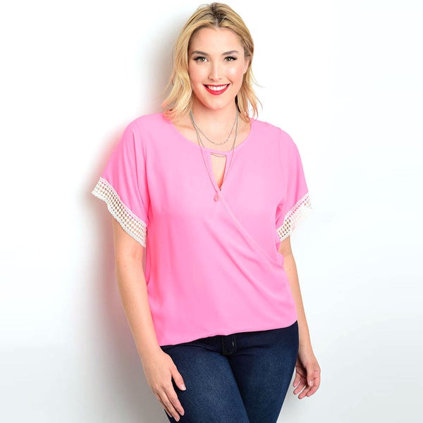 Shop the Trends Women's Plus Size Pink Polyester Keyhole Short-sleeved Woven Top