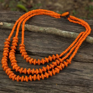 Handcrafted Littleleaf Boxwood 'Happy Orange' Necklace (Thailand)