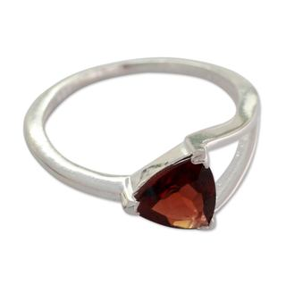 Handcrafted Sterling Silver 'Mystic Triangle' Garnet Ring (India)