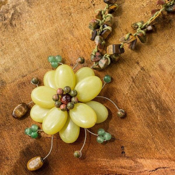 Handcrafted Multi-gemstone 'Yellow Bloom' Choker (Thailand)