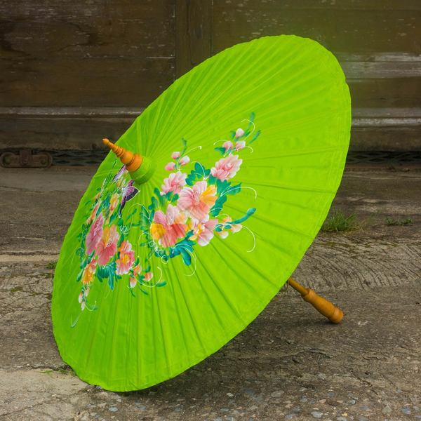 Handcrafted Saa Paper 'Green Chiang Mai Floral' Parasol (Thailand)