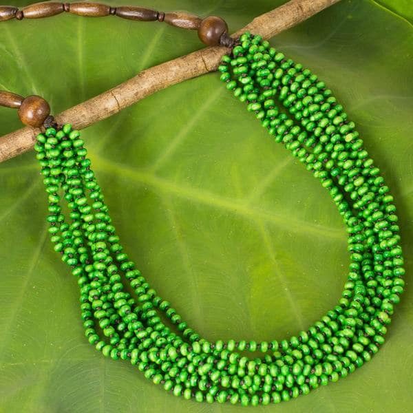 Handcrafted Littleleaf Boxwood 'Rising Spring' Necklace (Thailand)
