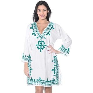 La Leela Women's White/Green Rayon Embroidered Plus-size Kaftan/Coverup
