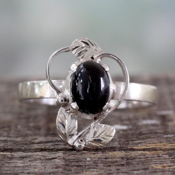 Handcrafted Sterling Silver 'Blackberry Blossom' Onyx Ring (India)