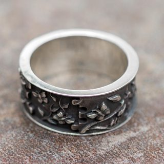 Handcrafted Sterling Silver 'God's Hand in Eden' Ring (Peru)
