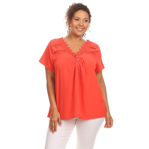 Hadari Woman's Plus size romantic lace top