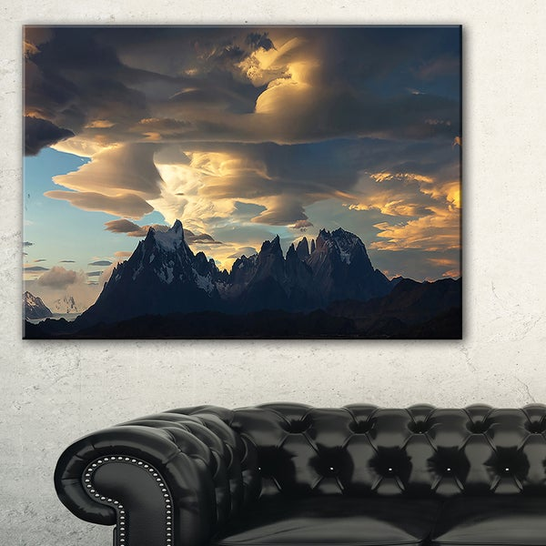 Torres del Paine National Park - Landscape Artwork Canvas