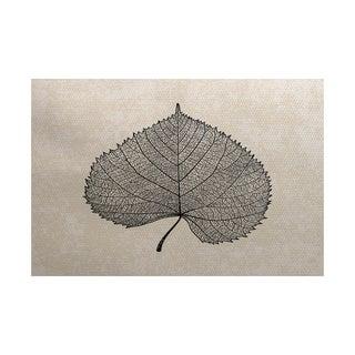 Leaf Study Floral Print Indoor/ Outdoor Rug (5' x 7')
