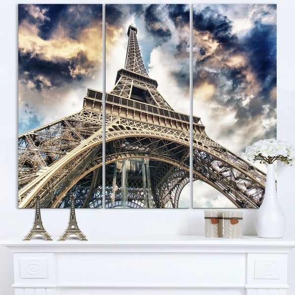 The Paris Eiffel Tower View from Ground - Cityscape Canvas print