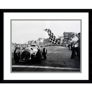 Framed Art Print 'Checkered Flag, 1950 (Racing)' 21 x 17-inch