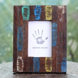 Handcrafted Reclaimed Mango Wood 'Reflection of the Past' 4 x 6 Photo Frame (India)