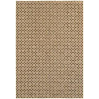 Reverse Diamond Textured Loop Pile Brown/ Sand Indoor/Outdoor Rug (6' 7 x 9' 6)