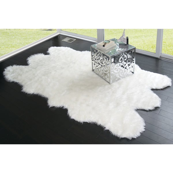 Ailsa Black/White Faux-sheepskin Area Rug (5' x 7')