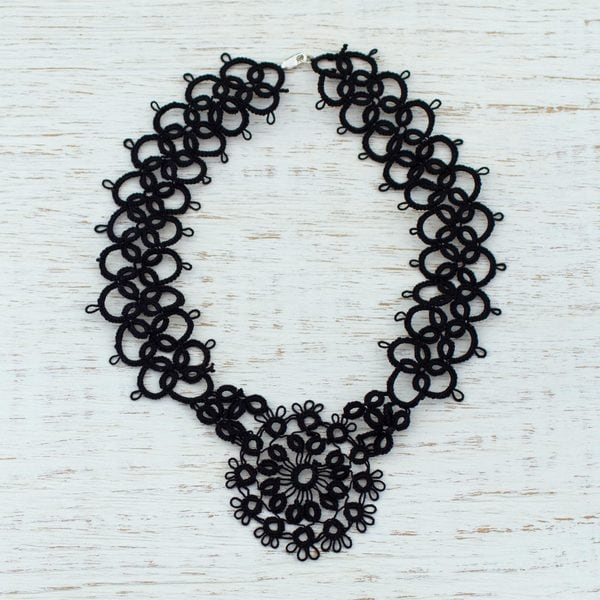 Handcrafted Cotton 'Black Lace Beauty' Necklace (Mexico)