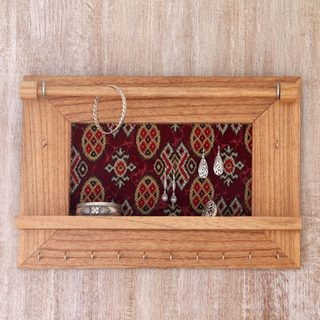 Handcrafted Jempinis Wood Cotton 'Tegalalang Heritage in Tan' Jewelry Display Wall Panel (Indonesia)