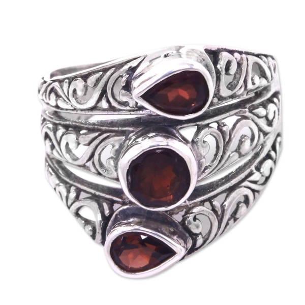Handmade Sterling Silver 'Three Loves' Garnet Ring (Indonesia) 20597907