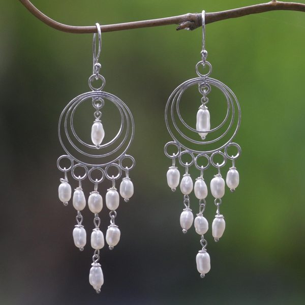 Handcrafted Sterling Silver 'Moonlit Circles' Cultured Pearl Chandelier Earrings (3 mm) (Indonesia)