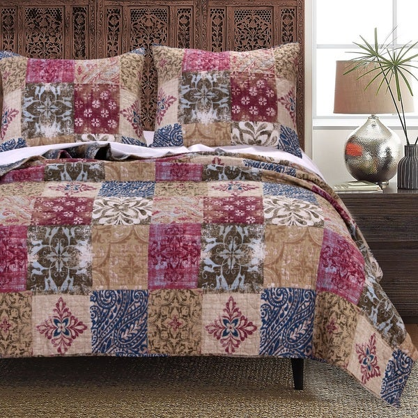 Charmed Cranberry 100-percent Cotton Quilt Set
