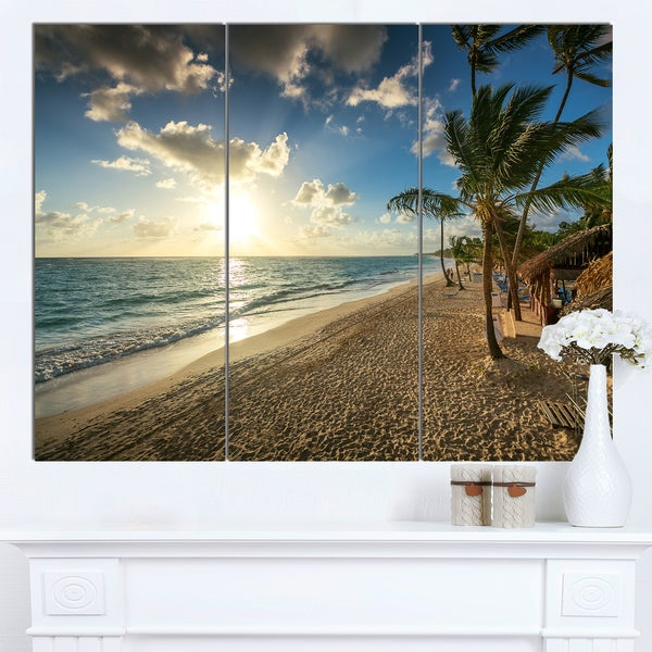 Designart 'Beautiful Caribbean Vacation Beach' Large Beach Canvas Wall Art