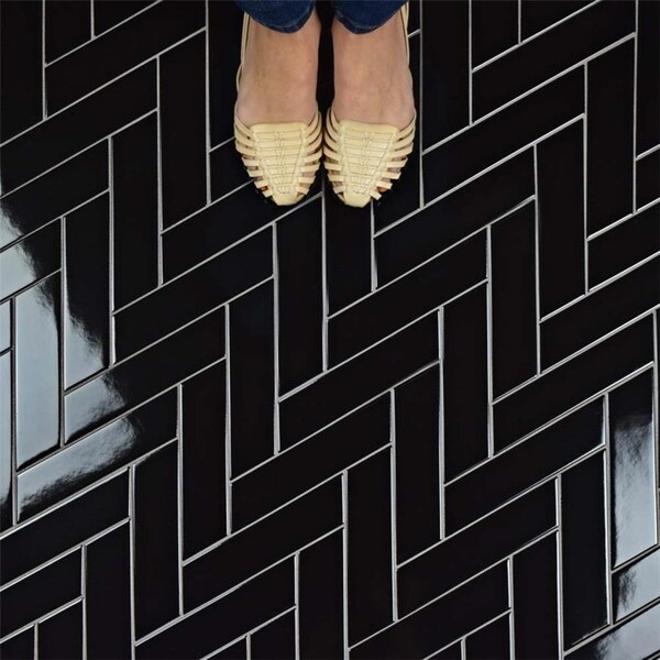 SomerTile 1.75x7-inch Victorian Soho Chevron Glossy Black Porcelain Floor and Wall Tile (10 tiles/1 sqft.) 26408693
