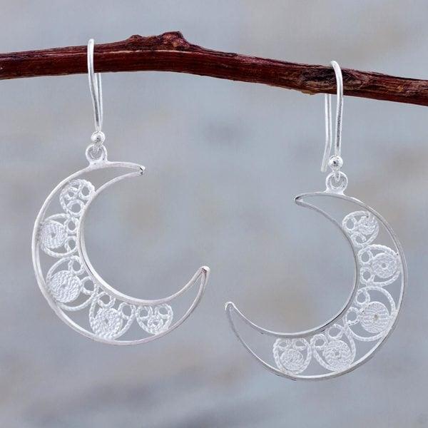 Handcrafted Sterling Silver 'Waxing Moons' Filigree Earrings (Peru) 26767005