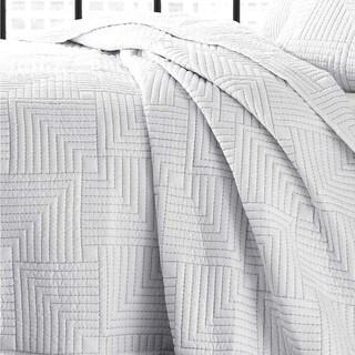 City Scene Maze White Quilt Set