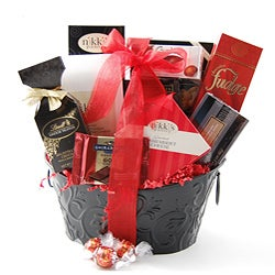 Holiday Sweet & Savory Sampler Basket