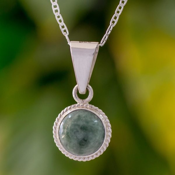 Handmade Sterling Silver 'Mixco Moon' Jade Necklace (Guatemala) 31591356
