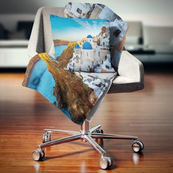 Designart 'Beautiful Santorin Houses Greece' Cityscape Art Throw Blanket 34563262