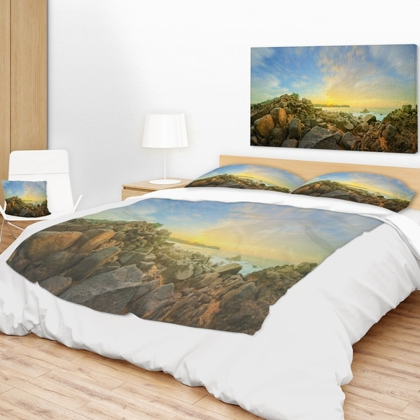 Designart 'Beautiful Romantic Beach Sunrise' Landscape Fleece Throw Blanket 34710364