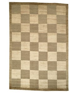 Hand-knotted Checkers Green/ Beige Tibetan Wool Rug (5' x 7'6)