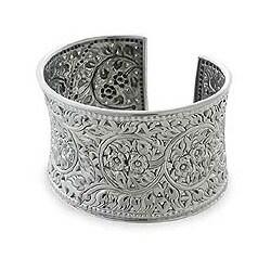 Handmade Floral Lace Bracelet (Thailand)