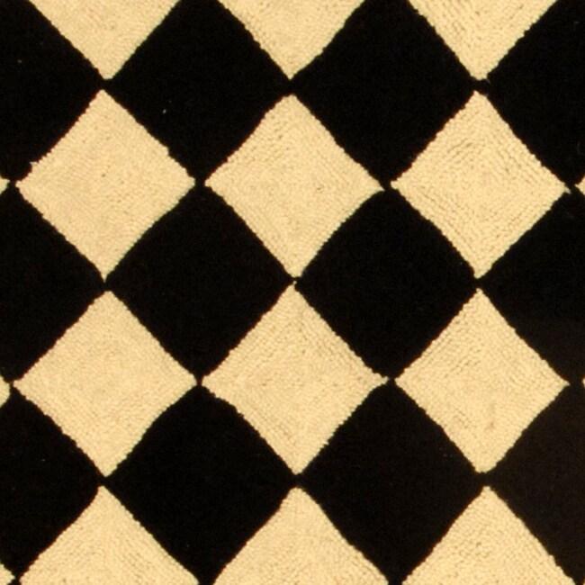 Safavieh Hand-hooked Diamond Black/ Ivory Wool Runner (2'6 x 6')