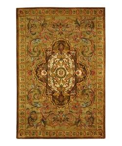 Safavieh Handmade Classic Royal Beige/ Olive Wool Rug (5' x 8')