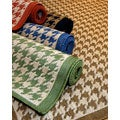 Houndstooth Polypropylene Area Rug (2&#39; x 7&#39;6)