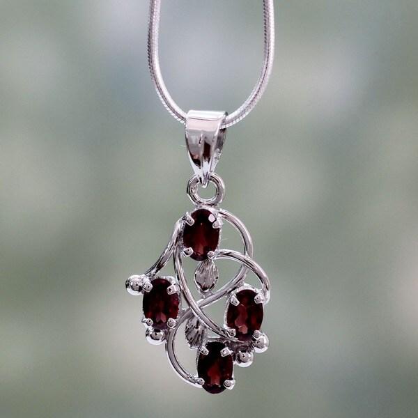 'Floral Vines' Garnet Necklace (India)