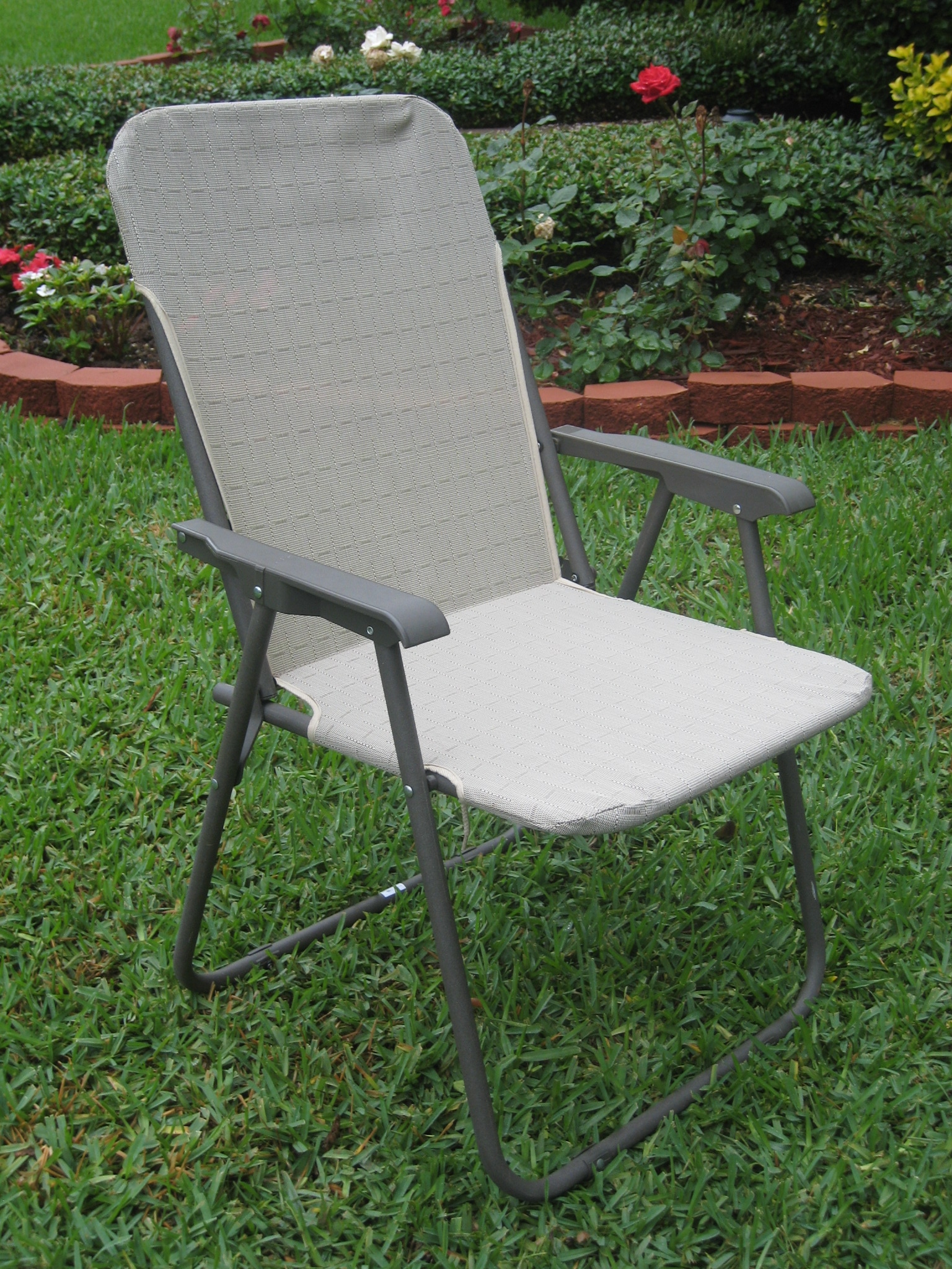 'Victory Garden' Textweave Folding Outdoor Chairs (Set of 2)