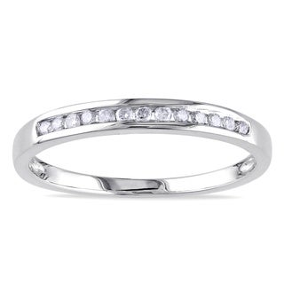 Miadora 10k White Gold 1/8ct TDW Diamond Wedding Band (J-K, I2-I3) with Bonus Earrings