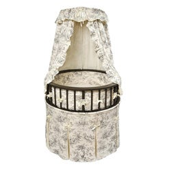 Black Elegance Round Bassinet with Toile Bedding