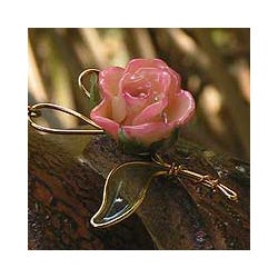 Natural Rose Goldplated 'Enchanted Rose' Necklace (Thailand)
