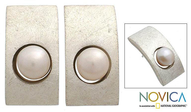 Sterling Silver Pearl 'Simplicity' Earrings (Indonesia)
