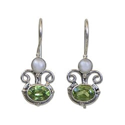 Peridot and Pearl 'Sunrise Spirit' Earrings (Indonesia)