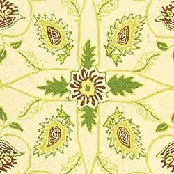 Safavieh Hand-hooked Bedford Ivory/ Green Wool Rug (5'3 x 8'3)