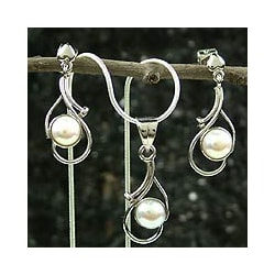 Sterling Silver 'Lunar Magic' Pearl Jewelry Set (India)