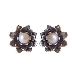 Sterling Silver 'White-eyed Lotus' Pearl Earrings (5 mm) (Indonesia)