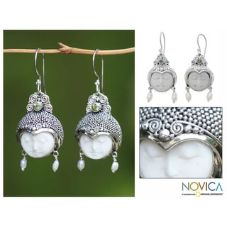 Silver 'Day Dreamers' Pearl and Peridot Earrings (3-4 mm) (Indonesia)