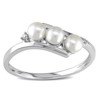 Miadora 10k White Gold FW Pearl and Diamond Ring (3 mm)