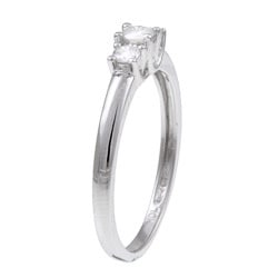 Miadora 10k White Gold 1/4ct TDW Diamond 3-stone Ring (J-K, I2-I3)